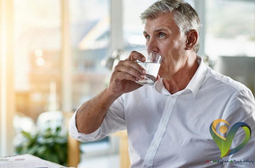 با بالا رفتن سن، بدن نیاز به آب بیشتری دارد
